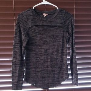 Long sleeve with chest detail